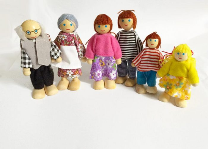 wooden-doll-family-set-of-6-action-figure